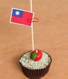 Taiwan flagga på en äpplemuffin Arkivbilder