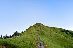 Taiwan Hehuan berg - Oktober 21. 2017: Härligt berg med blå himmel Royaltyfri Fotografi