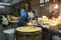 Taiwan stall vendor preparing oyster omelet at her food stal royalty free stock photos
