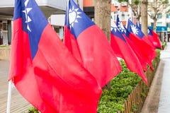 Taiwanesflaggor som blåser i vinden Fotografering för Bildbyråer