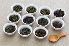Taiwanesische Teezusammenstellung: oolong Tee, Eisengöttintee, Tee PU-erh stockfoto