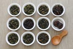 Taiwanesische Teezusammenstellung: oolong Tee, Eisengöttintee, Tee PU-erh stockfotos