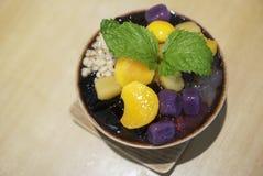 Taiwanesisches rasiertes Eis mit Belägen lizenzfreies stockfoto
