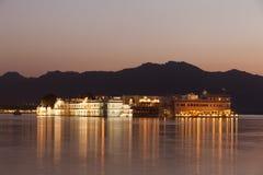 Taj jeziorny pałac przy nocą Fotografia Stock