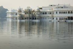 Taj Lake Palace sul lago Pichola in Udaipur, Ragiastan, India Immagine Stock Libera da Diritti