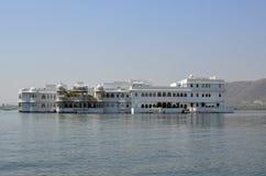 Taj Lake Palace, Udaipur en Meer Pichola, India Stock Afbeeldingen