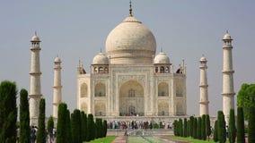 Taj Mahal, Agra, la India almacen de metraje de vídeo