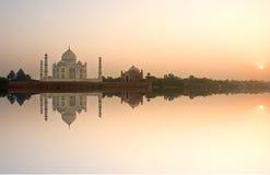 Taj Mahal al tramonto, Agra, Uttar Pradesh, India. fotografia stock libera da diritti