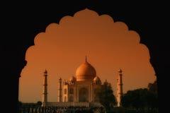 Taj Mahal all'indicatore luminoso arancione Fotografia Stock