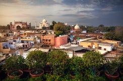 Taj Mahal-Ansicht vom Dachspitzenrestaurant in Indien stockfotos