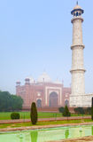 Taj Mahal architektoniczny kompleks w ranek mgle Obraz Royalty Free