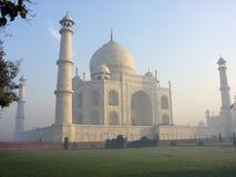 Taj Mahal bij Zonsopgang Stock Afbeelding