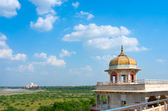 Taj Mahal dalla fortificazione di Agra, Uttar Pradesh, India Fotografie Stock