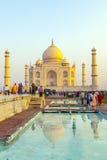 Taj Mahal dans la lumière de lever de soleil, Âgrâ, Inde Photographie stock