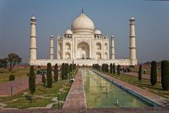 Taj Mahal den turist- gränsmärket, Agra, Indien royaltyfria bilder