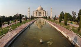 Taj Mahal dentro largo Fotografie Stock Libere da Diritti