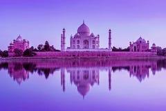 Taj Mahal durante puesta del sol en Agra, la India imagen de archivo