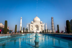 Taj Mahal is een ivoor-wit marmeren mausoleum op de zuidenbank van de Yamuna-rivier in de Indische stad van Agra, Stock Afbeeldingen