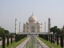 Taj Mahal an einem hellen und vollen Tag lizenzfreie stockbilder