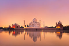 Taj Mahal em Agra, Índia no por do sol Fotos de Stock