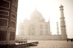 Taj Mahal en la niebla, la India - vintage Fotografía de archivo libre de regalías