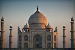 Taj Mahal en la primera luz del amanecer Fotos de archivo libres de regalías