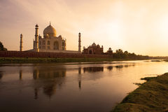 Taj Mahal en la puesta del sol. Imagen de archivo