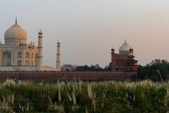 Taj Mahal en la puesta del sol imagen de archivo libre de regalías