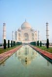 Taj Mahal en la salida del sol, Agra, Uttar Pradesh, la India. Imágenes de archivo libres de regalías