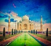 Taj Mahal en puesta del sol de la salida del sol, Agra, la India Foto de archivo libre de regalías