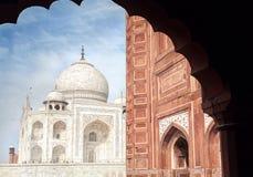 Taj Mahal et mosquée dans l'Inde Images stock