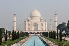 Taj Mahal et piscine se reflétante Photos stock