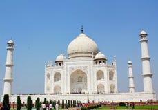 Taj Mahal främre sikt, Agra, Indien Arkivbild