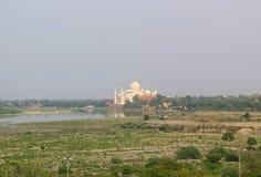 Taj Mahal från det Agra fortet, Agra, Indien Arkivfoton