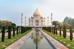 Taj Mahal frontowy widok odbijał na odbicie basenie Fotografia Royalty Free