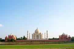 Taj Mahal i Agra, Indien fotografering för bildbyråer