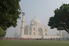 Taj Mahal i Agra, Uttar Pradesh, Indien från den olika sikten Arkivfoton
