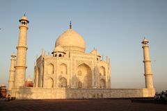 Taj Mahal i morgonlampa Arkivbild