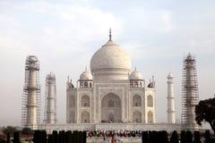 Taj Mahal ist ein weißes Marmormausoleum in der Bank von Fluss Yamun Stockfoto