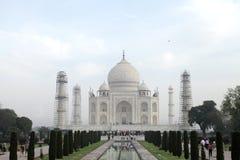 Taj Mahal ist ein weißes Marmormausoleum in der Bank von Fluss Yamun Stockbild