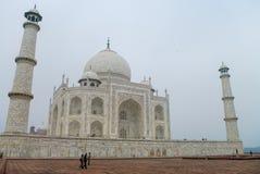 Taj Mahal jest białym marmurowym mauzoleumem na południowych półdupkach Fotografia Stock