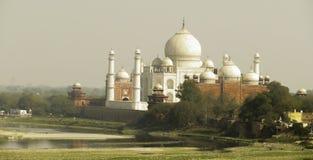 Taj Mahal Through la brume et le brouillard enfumé Photo libre de droits