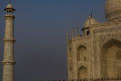 Taj Mahal med en pelare arkivbilder
