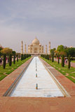 Taj Mahal mit dem Pool und dem Garten Stockfotos