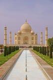 Taj Mahal mit dem Pool und dem Garten Lizenzfreies Stockbild