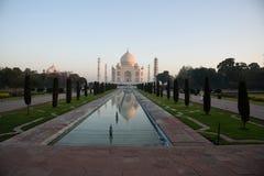 Taj Mahal och den reflekterande pölen, Agra, Indien Arkivfoto