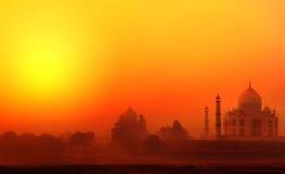 Taj Mahal Palace i Indien. Indisk tempelTajmahal solnedgång Arkivbild
