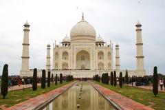 Taj Mahal pendant le jour nuageux, 2012, 1er le janvier, Âgrâ, Inde photographie stock libre de droits