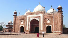 Taj Mahal People Agra India 4k video d archivio