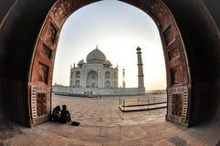 Taj Mahal, potomstwa dobiera się, Agra India Obrazy Royalty Free